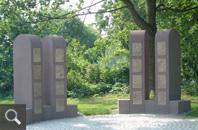 375   Der fertiggestellte Urnenstelenplatz